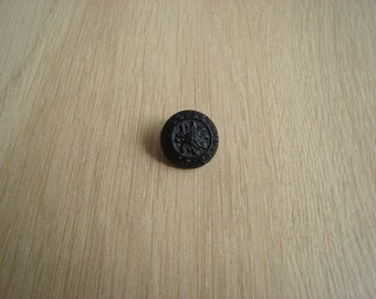 black plastic button to tail