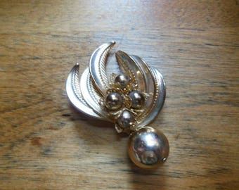 Vintage Gold Tone Brooch Pin with Dangling Ball