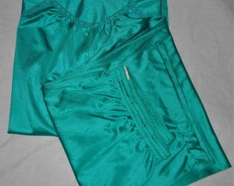 """1970s lounging pajamas Vanity Fair Size Large Teal nylon top and pants Bust up to 44"""""""