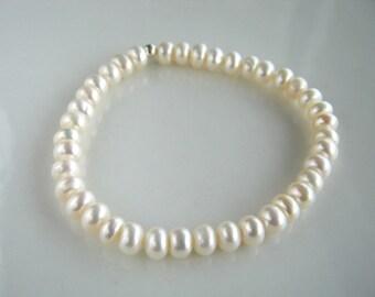 White Freshwater Pearl Stretch Bracelet White Pearl Bridal Bracelet Pearl Stacking Bracelet
