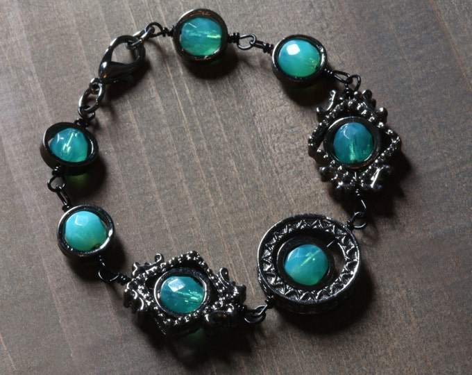 Neo victorian Jewelry - Bracelet - Uranium glass beads - Gun Metal Black