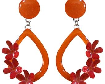 Orecchini goccia arancione con tre fiori