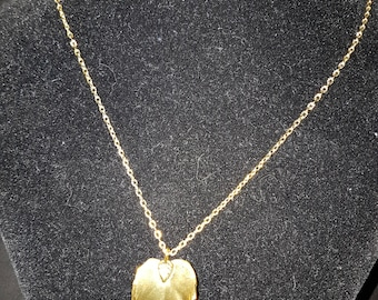 60S 70S Style Gold Leaf Necklace
