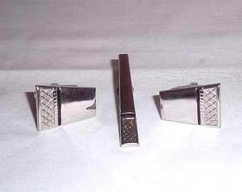 Vintage Pair of Foster Men's Cuff Links and Matching Tie Clip on Silvertone / Mid Century Design
