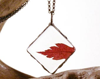 maple leaf necklace, red leaf pendant, terrarium necklace, real plant jewelry, boho necklace, minimalist jewelry, autumn leaf, gifts for her