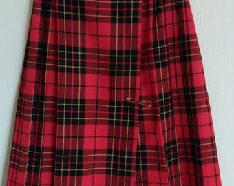 Vintage 90s Belted Red Skirt/Kilt Large Size