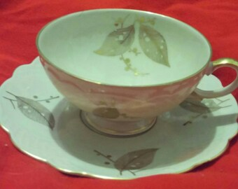 Zeh Scherzer Bavaria Germany Porcelain Cup & Saucer in a Gold Leaf Pattern With Gold Trim