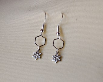 Silver earrings with hexagon and flower