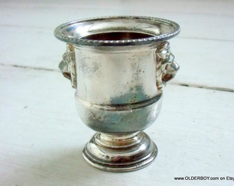 Vtg VINERS of Sheffield miniature wine cooler silver plated collectible decorative Lions head design english cup vintage silver I06/414