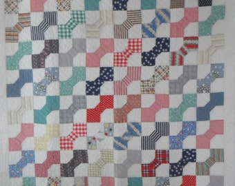 Darling 1930s Bow Tie Quilt    Hand Quilted