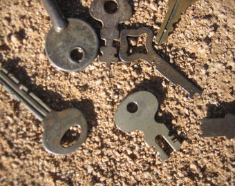 14 Vintage Keys a bit rusty and tarnished Antiques