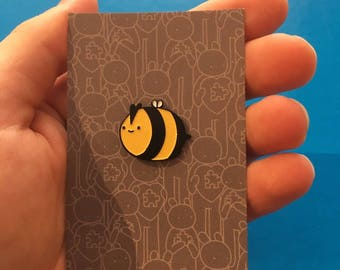 Happy Bee, enamel pin
