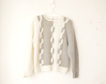 white and gray graphic knit sweater pullover 90s // S-M