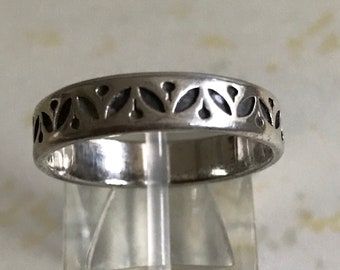 Vintage decorative silver Thin Band Ring