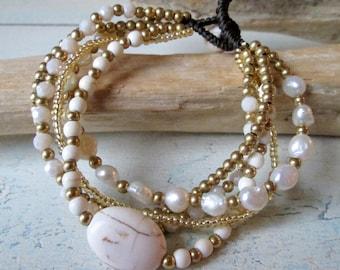 Bracelet * pearl bracelet with freshwater pearls * Hippie Boho look * Crystal beads * Beads * Macramee