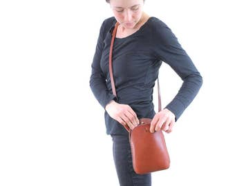 cherrywood red leather purse. leather bag. small leather purse. minimalist. hand sewn. vegetable tanned. crossbody bag. underthetree. ithaca