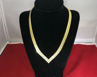 Vintage-Necklace-Gold-Rhinestone-V Shape-Clasp-Jewelry-Accessories