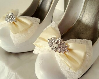 Wedding Shoe Clips, Bridal Shoe Clips, Rhinestone SHoe CLips,  Clips for Wedding Shoes, Chantilly lace, Ivory, Bows, Wedding Accessories