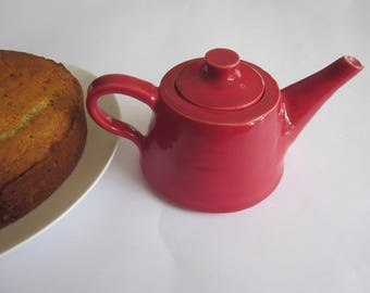 red teapot for one