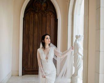 Long Sleeve Lace Wedding Dress, Long Sleeve Bridal Dress, Chantilly Lace Wedding Dress, Lace Wedding Dress with Long Sleeves. #D18