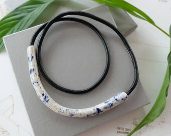 Curve necklace / Stardust / Splattered pattern