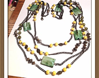 Yellow and green necklace. 0322