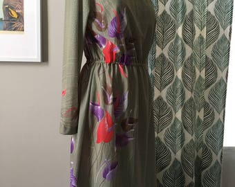 Green 70s Dress with Floral Detail, 70s Dress, Vintage