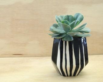 Black and white Planter, Geometric pot, Succulent Plant Pot, Minimal planter, Cute planter, Cactus Planter, Ceramic planter, Small Vase