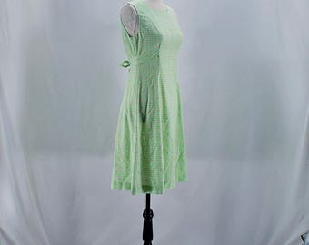 Vintage 60s 70s green gingham and floral house dress // Size XS / S