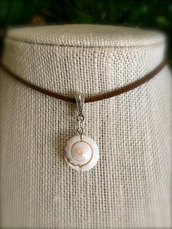 Mermaid Sea Shell Choker Necklace Custom Color Leather Vegan Suede Choker Boho Festival Beach Ocean Lover Surfer Tropical Gift Ideas for Her