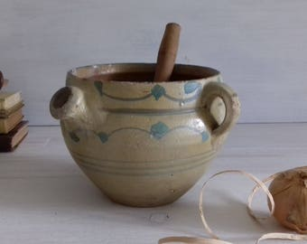 Very old and rare pot terracotta olive shaped and handpainted 19th Mediterranean region