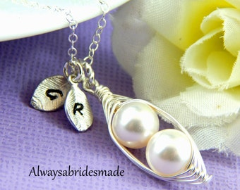 Peas in a Pod Necklace, 2 Peas in the Pod, personalized Necklace,Choose the Pearl Color,Bride gift,bridesmaid gift,mother gift,mothers day