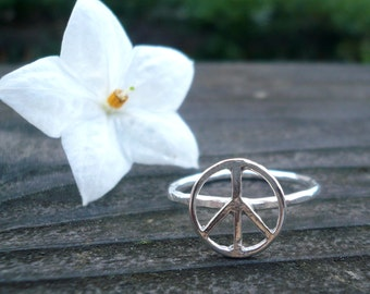 Peace Sign Ring in Sterling Silver Size 6