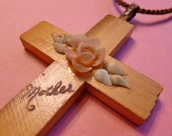 MOTHERS 1960s Wood Cross with Shells, Mini Shell Flower Cross, Cross for Mother Pendant & Neckcord, Cross Necklace