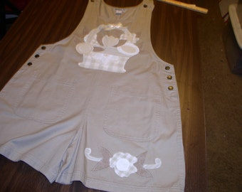 Ladies Large Khaki Short All by Haiks with Flower Basket Applique by Emanuel's Wearable Art