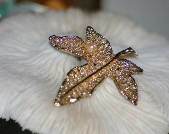 Vintage Faux Pearl Leaf Brooch, Gold Tone Leaf Pin, June Birthstone, Scarf Brooch, Autumn Fall Wear, Costume Jewelry