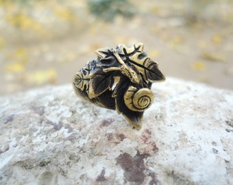 Snail shell ring, grape leaf ring, bronze leaf ring, cochlea ring, brass leaf ring, cast brass ring, elven ring, country ring, garden ring