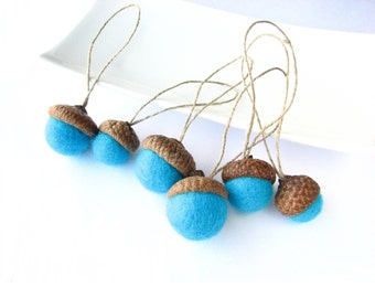 Hanging felted wool acorns with linen cord/string (6 turquoise). Natural decoration, christmas decoration, acorn ornaments, holiday decor