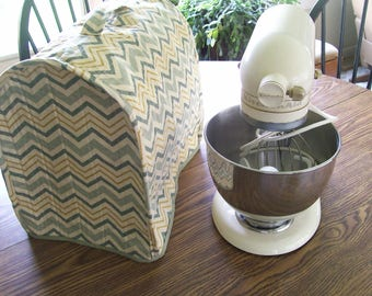 Kitchen Aid  mixer cover, Reversible /Quilted Mixer Cover for a 5 Quart Kitchen Aid Mixer/  green, gold, beige colors