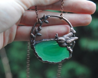 Agate slice necklace, bird necklace, green copper necklace, spring necklace, spirit animal necklace,animal totem necklace, woodland necklace