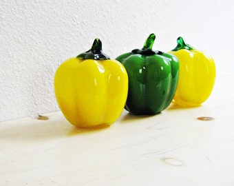 Murano Glass Bell Peppers - Kitchen Decor - Glass Vegetables - Retro Kitchen Decor - Table Decor - Glass Bell Peppers - Set of 3
