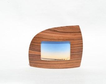 """Landscape Picture frame in Santa Rosewood for 4"""" x 6"""" picture"""