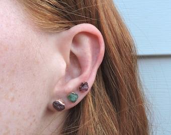 Gemstone Stud Earrings, Copper Gemstone Jewelry, Raw Gemstone Earrings, Birthstone Stud Earrings, Birthstone Earrings July, Ruby Stud
