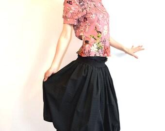 jupe boule longue (23) en  tissu coton noir à fines rayures
