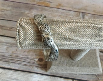 Silver Toned Metal Hinged Cuff Bracelet with Snake Design - Vintage Cuff Bracelet - Two Snakes - Serpent - 1980s 1990s