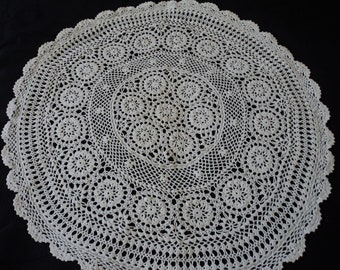 French vintage hand crochet cream cotton doily / tablecloth  (06317)