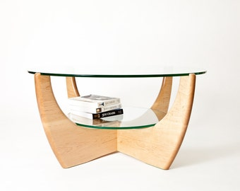 Round coffee table with shelf in American maple