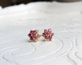 Rhodolite Grenade 14 carat yellow gold flower cluster earrings/studs Earrings