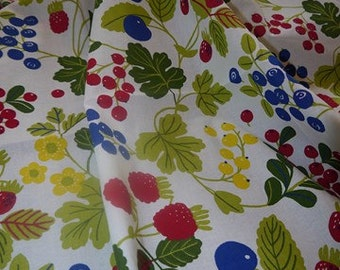 Summer Fruit - Scandinavian Fabric - Table Cloth - Berries - RETRO - Craft - Colorful -