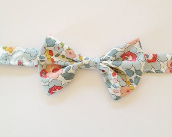 Blue Kid's Bow Tie, Liberty of London Kids Bow tie, Easter, easter bow tie, ring bearer tie, toddler bow tie, little boys tie, blue boys tie